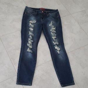 YMi destructed skinny jeans  NWOT 13